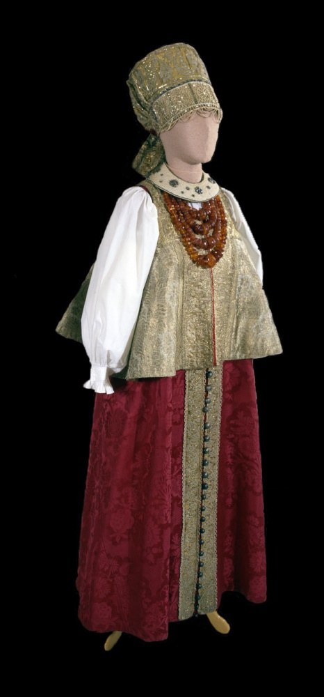 Праздничный девичий костюм