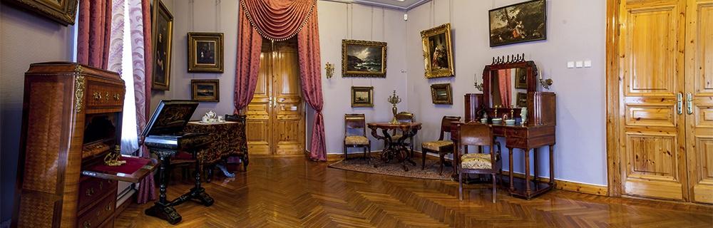 Старинный особняк на Набережной . Фото музея