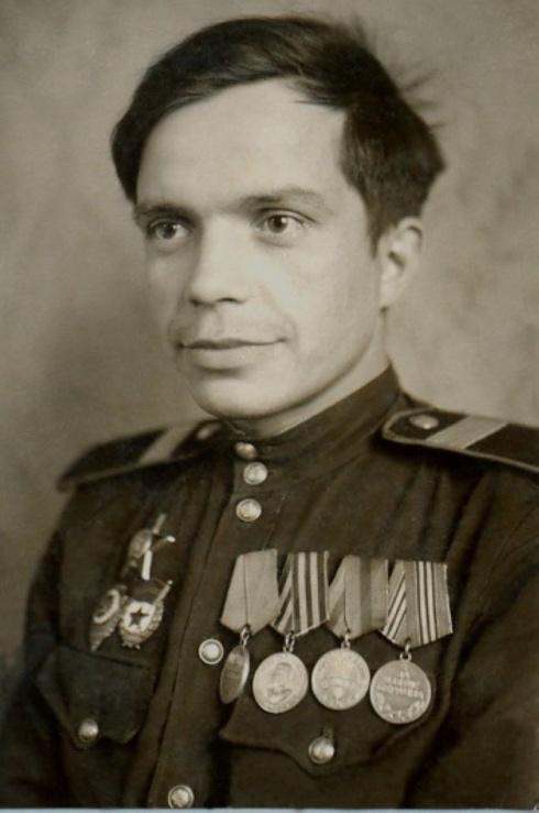 Гвардии ст.сержант Наговицын Н.Г. с наградами